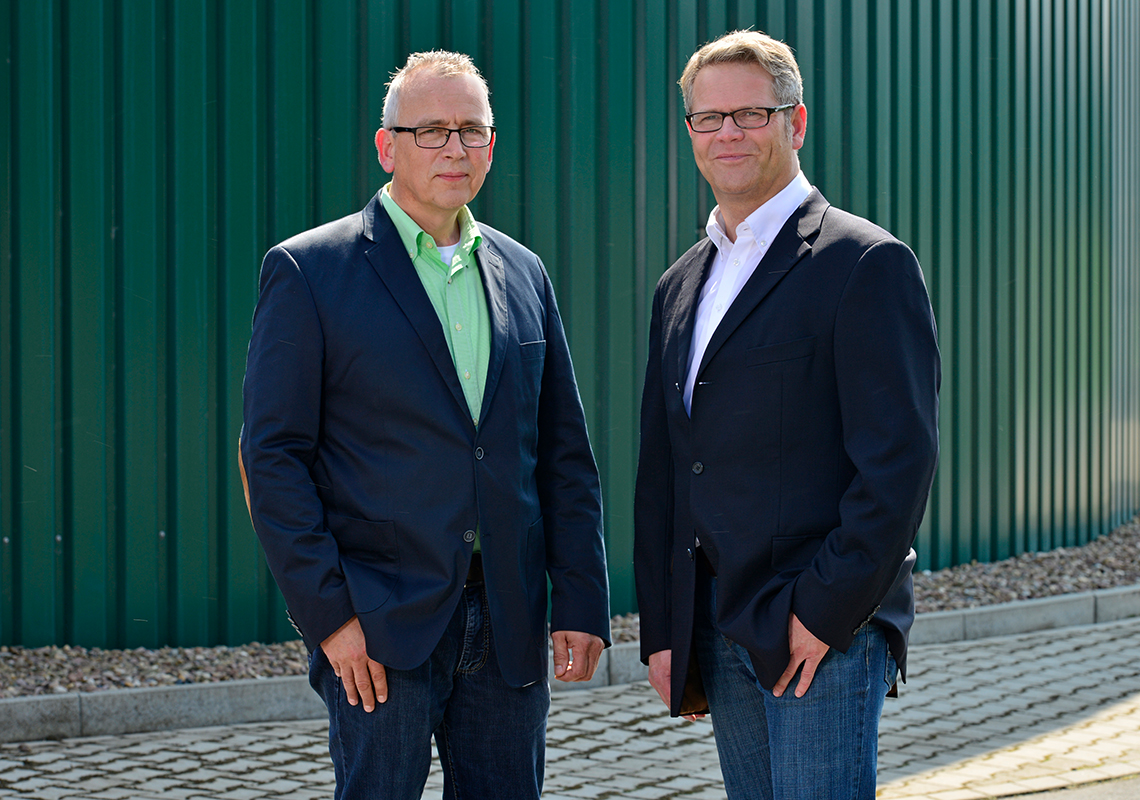 Stephan Stiens und Martin Brinkmann (Geschäftsführer EnviTec Service)