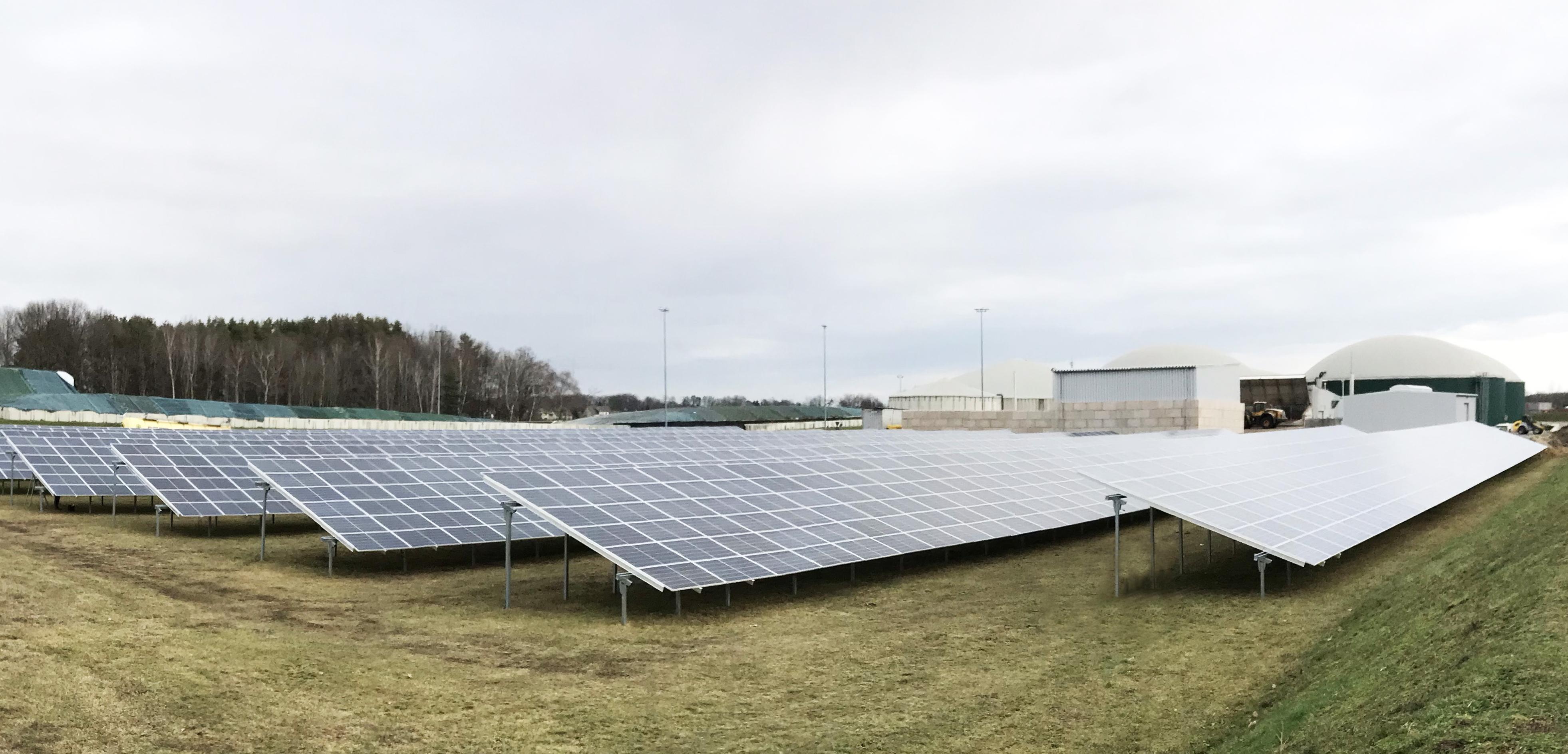 Die PV-Anlage in Forst produziert Solarstrom für den Eigenbedarf der Biogasanlage.